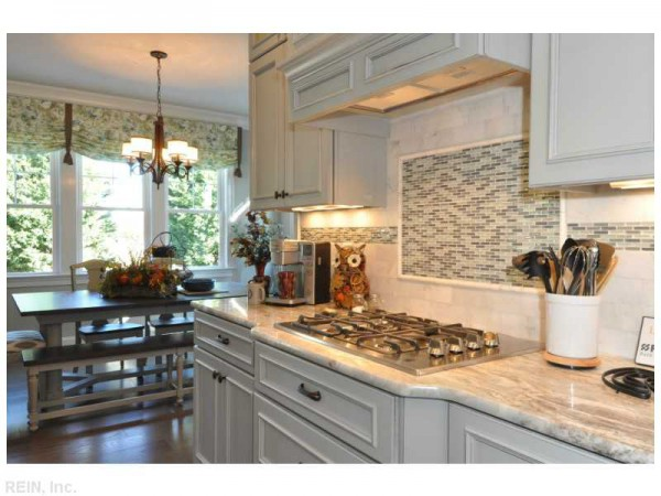 Humpday Hot Property Special Edition: Lilleigh Monroe from 2014 Homearama